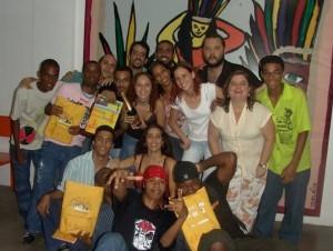 Claudia Cardoso com a turma da Kabum Novos Produtores