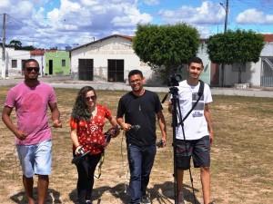 Com meu sócio e parte da equipe gravando em Monte Santo
