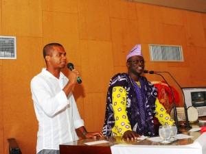 Traduzindo o representante de Angola no Dia da África (2011), enquanto trabalhava como assessor de comunicação na ALBA