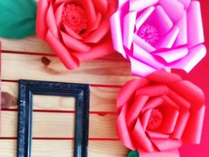 Joice Ribeiro - produção de flores gigantes para festas, trabalho da sua emrpesa Artes em Arte