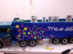 Joice Ribeiro - trabalho com decoração de festas pela sua emrpesa Artes em Arte