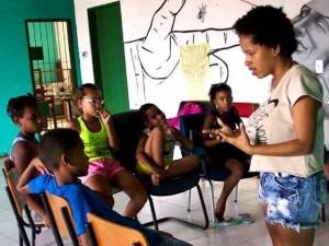 Marina Lima - oficinas de Poesia com o Coletivo Cutucar (1)
